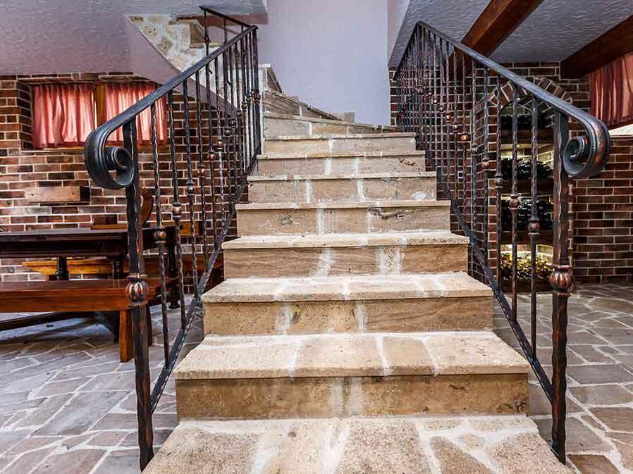 travertin za stepenice interijer